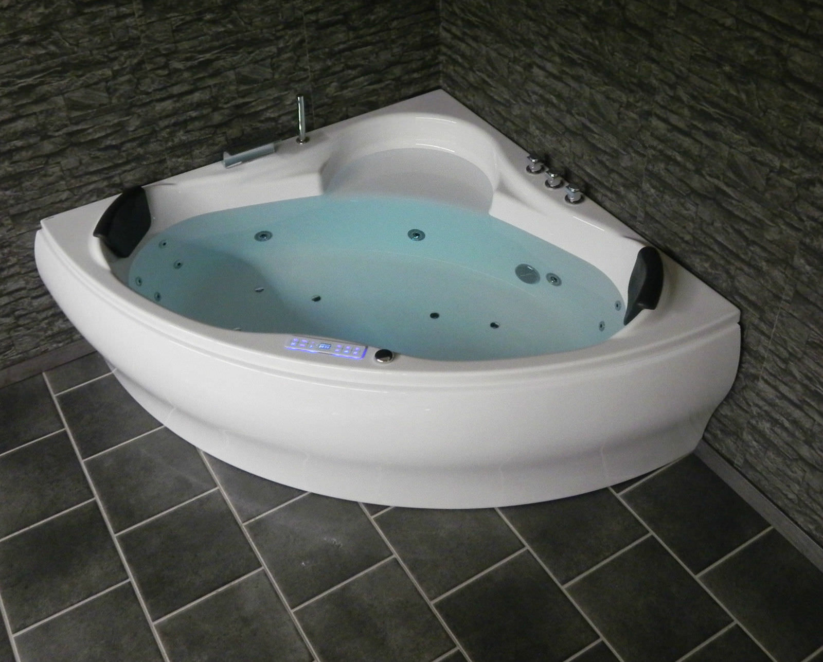 Corner whirlpool whirlpool bathtub jacuzzi pool dina made for Whirlpool einlage badewanne
