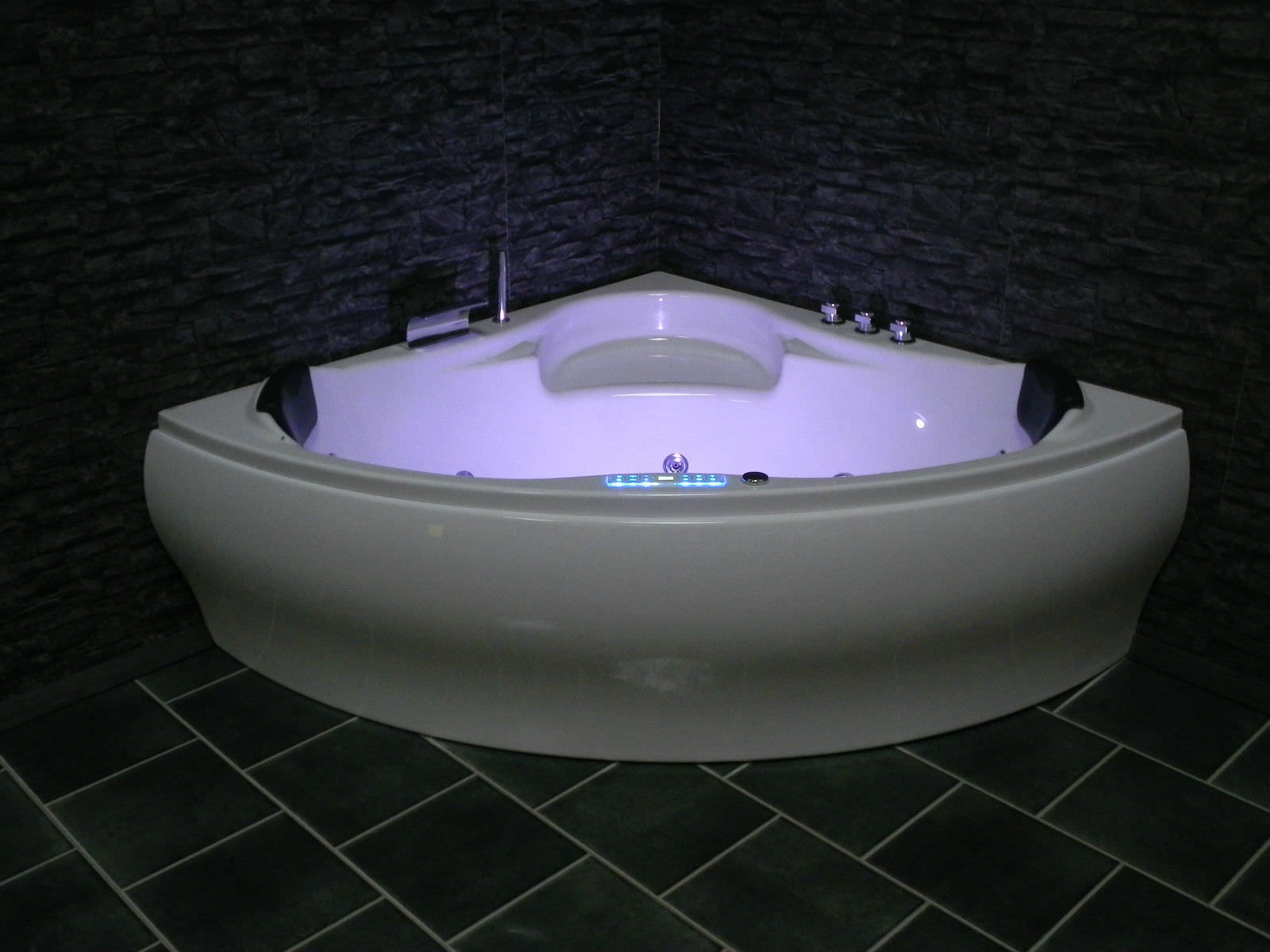 eckwhirlpool whirlpool badewanne jacuzzi pool dina made in. Black Bedroom Furniture Sets. Home Design Ideas